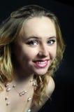 Schöner bildenblick jüngeres lächelndes gir Lizenzfreies Stockfoto