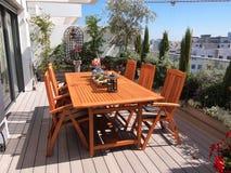 Schöner blühender Dachspitzengarten in der Stadteinstellung Lizenzfreies Stockbild