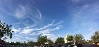 Schöner blauer Himmel und Mormonenkirche Stockfoto