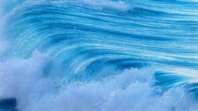 Schöner blauer Meereswoge in Costa Brava Küsten in Spanien lizenzfreie stockfotos