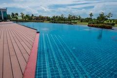 Schöner blauer Swimmingpool für Hintergrund Stockfoto