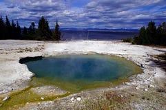 Schöner blauer Yellowstone-heißer Frühling Stockfotos