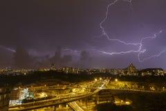 Schöner Blitz im Himmel Stockfotografie
