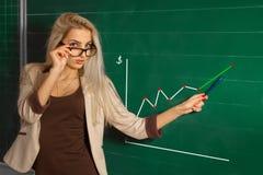 Schöner blonder Lehrer in der Schule Lizenzfreies Stockfoto
