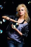 Schöner blonder Mädchenschalthebel Lizenzfreies Stockfoto