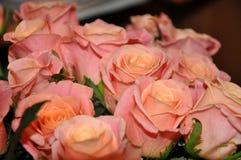 Schöner Blumenstrauß der Blumen Blumenstrauß von Rosen Stockbild
