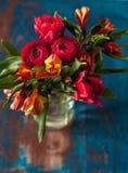 Schöner Blumenstrauß der Frühlingsblumen Stockfotografie