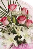 Schöner Blumenstrauß der rosafarbenen Rosen Stockfotografie