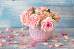 Schöner Blumenstrauß der Rosen Stockbild