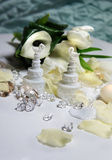 Schöner Blumenstrauß und andere Hochzeitsdekorationen Lizenzfreie Stockfotos