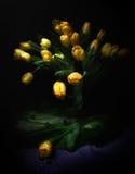 Schöner Blumenstrauß von den gelben Tulpen Stockbild