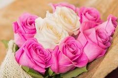 Schöner Blumenstrauß von ekuadorianischem rosa und weiß Lizenzfreies Stockbild