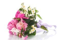 Schöner Blumenstrauß von Pfingstrosen Lizenzfreie Stockbilder