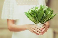 Schöner Blumenstrauß von weißen Maiglöckchen lizenzfreie stockfotos