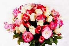 Schöner Brautblumenstrauß mit Rosen auf einem weißen Hintergrund, Aquarellart stock abbildung