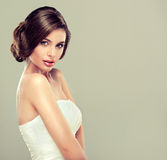 Schöner Brautmodell Brunette Stockfotos