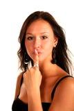Schöner Brunette berührte einen Finger zu ihren Lippen Lizenzfreie Stockfotografie