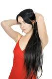 Schöner Brunette mit dem langen Haar kleidete im Rot an Lizenzfreies Stockbild