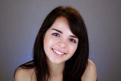 Schöner Brunette mit Elektrisch-blauen Augen Lizenzfreie Stockfotos