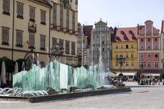 Schöner Brunnen auf dem Marktplatz in Breslau, Polen lizenzfreies stockbild