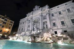 schöner Brunnen bis zum Nacht, Rom Stockbilder