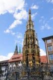 Schöner Brunnen - Nürnberg/Nuremberg, Duitsland Royalty-vrije Stock Afbeeldingen
