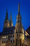Schöner Brunnen nachts Nürnberg, Deutschland Stockbild