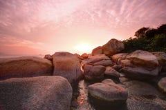 Schöner bunter Sonnenuntergang über Meer Lizenzfreies Stockbild