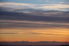 Schöner cloudscape Landschaftssonnenuntergang mit weichem der Mount- McKinleyhintergrund Stockfoto