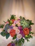 Schöner dekorativer Blumenstrauß von Rosenblumen Stockfotografie