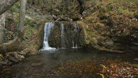 Schöner einzigartiger Bigar-Wasserfall in Rumänien stock footage