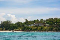 Schöner Erholungsort finden auf der Klippe von Koh Lipe in Satun, Thailand Lizenzfreie Stockfotografie
