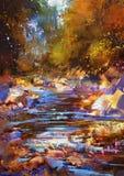 Schöner Fall-River zeichnet mit bunten Steinen im Herbstwald