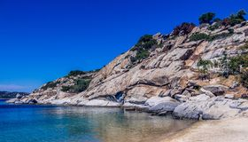 Schöner Felsen auf dem Strand Lizenzfreies Stockbild