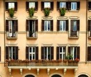 Schöner Fensteraufbau stockbilder