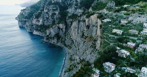 Schöner Flug über Positano an Amalfi-Küste in Italien stock video footage