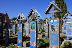 Schöner fröhlicher Kirchhof in Sapanta, Rumänien stockfotos