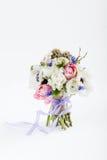 Schöner Frühlingsblumenstrauß auf Weiß Lizenzfreie Stockbilder