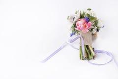 Schöner Frühlingsblumenstrauß mit Band Lizenzfreie Stockbilder