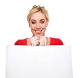 Schöner Frauen-Holding-Beutel mit Exemplar-Platz lizenzfreie stockfotos