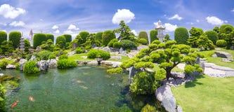 Schöner Garten im Umwelttourismus ist in der Harmonie entworfen Stockbilder