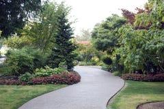 Schöner Gartenpfad Stockfotografie