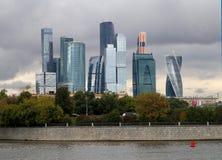 Schöner Gebäudewolkenkratzer Stockbilder