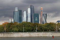 Schöner Gebäudewolkenkratzer Stockfotografie