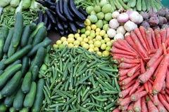 Schöner Gemüseshop im Markt lizenzfreie stockfotografie