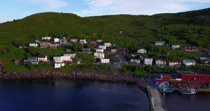 Schöner geringfügiger Hafen während des Sommers, Neufundland, Kanada stock footage