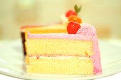 Schöner geschmackvoller Schokoladenkuchenabschluß oben Lizenzfreies Stockbild