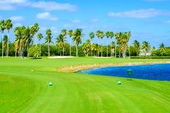 Schöner Golfplatz lizenzfreies stockbild