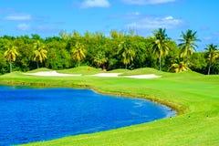 Schöner Golfplatz lizenzfreie stockfotos