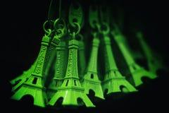 Schöner grüner Eiffelturmschlüsselring, Konzept der Reise und holi lizenzfreies stockfoto